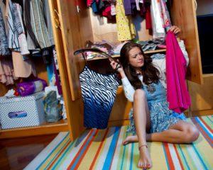 Убрать со шкафа все вещи